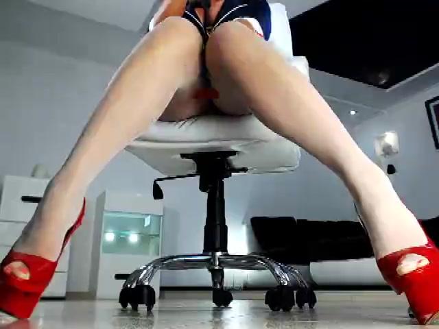 Webcam babe HotlineBling_ dildoing her cunt